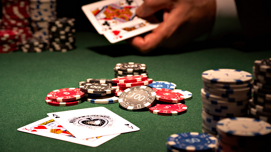 How should you play Casino Games on the Online Gambling Site?